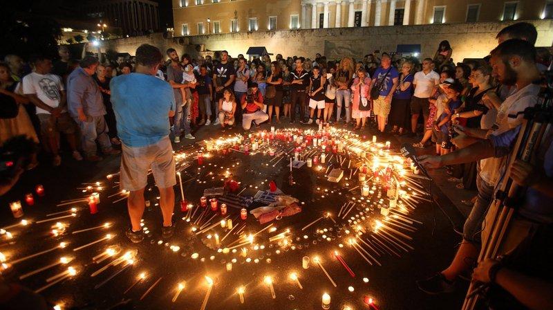 La police portuaire grecque a indiqué mardi avoir repêché deux nouveaux corps en mer après l'incendie du 23 juillet.