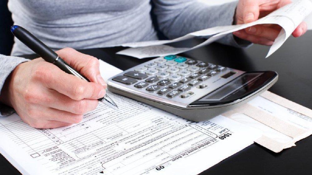 Dans plusieurs communes, les charges cantonales et de péréquation ont considérablement varié entre la fixation du taux d'imposition et sa validation par le Conseil communal.