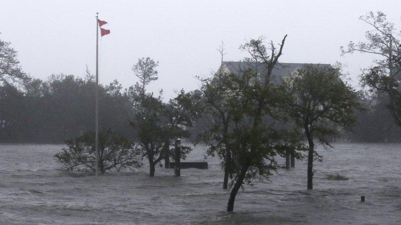 Etats-Unis - Ouragan Florence: une femme et son bébé tués par un arbre