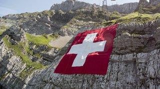 La réduction des pets des vaches, la mort d'une mannequin suisse et la disparition de la neige, …l'actu suisse vue du reste du monde
