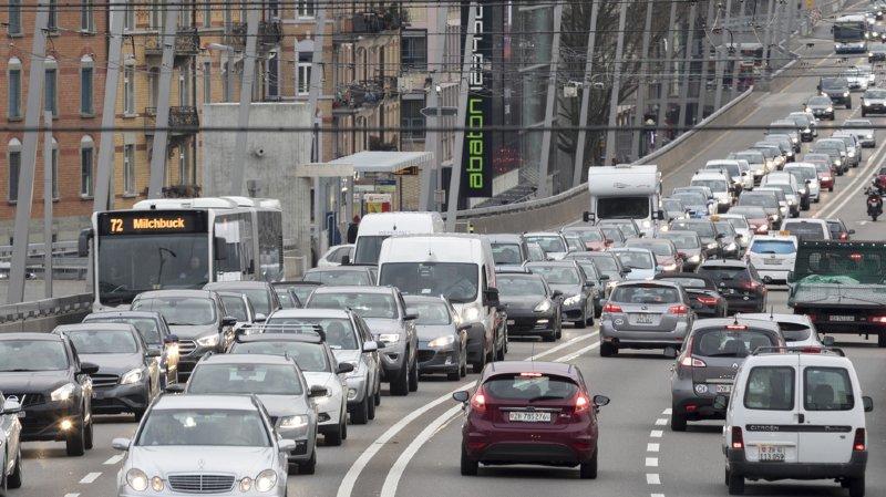 Dépenses: en Suisse, conduire une voiture coûte en moyenne 733 francs par mois