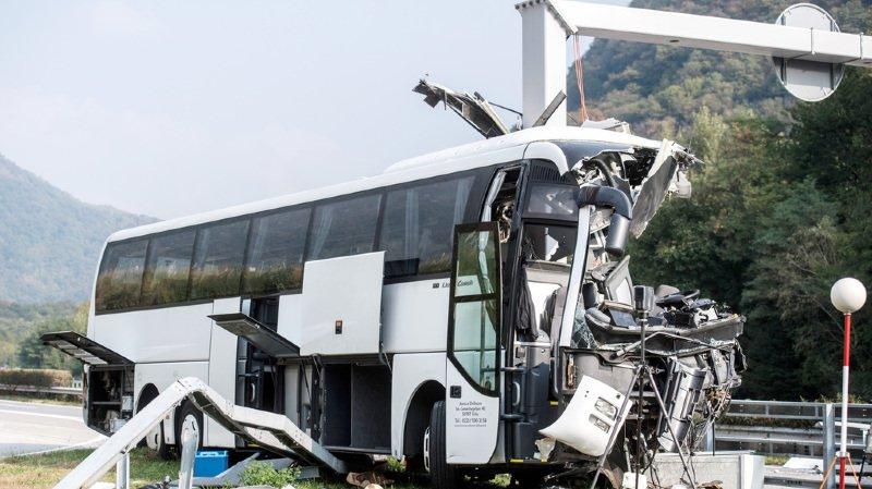 Tessin: 1 mort dans un accident de car sur l'A2