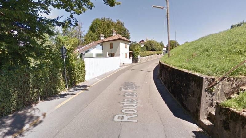 Coincée entre un muret et des propriétés, la route de l'Eglise comporte des portions particulièrement étroites.