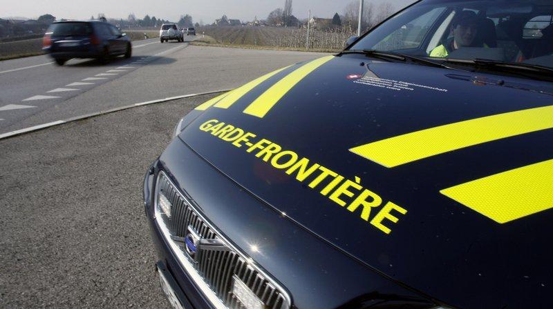 Les gardes-frontière et la gendarmerie vaudoise effectuaient un contrôle de la circulation. Cela s'est terminé en course-poursuite (photo d'illustration).