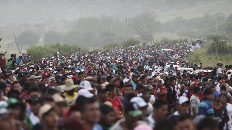 """Mexique: la """"caravane"""" de migrants fait route vers Mexico"""
