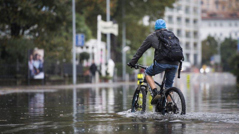 Locarno a les pieds dans l'eau, après que le niveau du lac Majeur ait augmenté de trois mètres en onze jours.