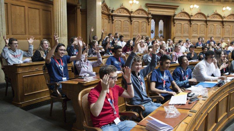 Parlement des jeunes: suicides chez les LGBT et pollution plastique au menu