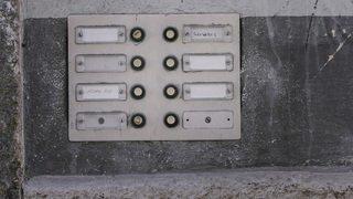 Protection des données: les noms disparaîtront-ils bientôt des sonnettes dans les immeubles?