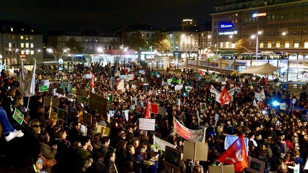 Une nouvelle journée de mobilisation se tiendra le 3 décembre, avec une invitation à organiser une soupe à la courge à midi dans les UAPE. A Lausanne le 13 novembre, 8000 personnes avaient déjà manifesté.