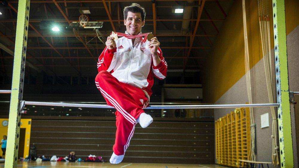 Stéphane Détraz peut avoir le sourire avec ses deux médailles.