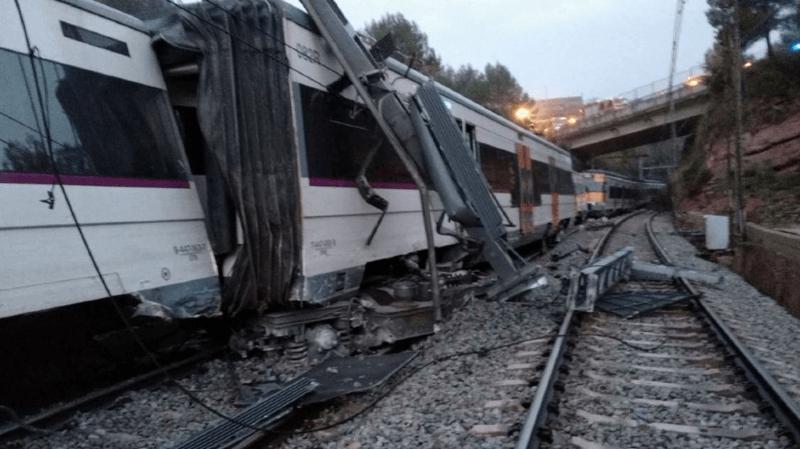 L'accident, survenu près de Barcelone, a fait 1 mort et 44 blessés.