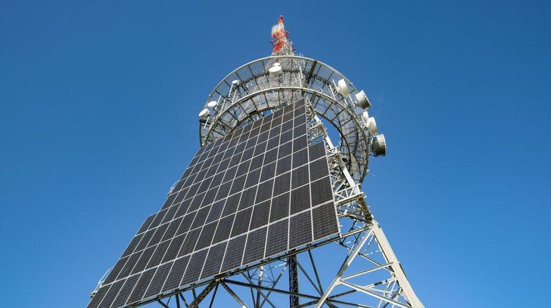 Les panneaux ont été installés sur le nouvel émetteur de la Barillette.