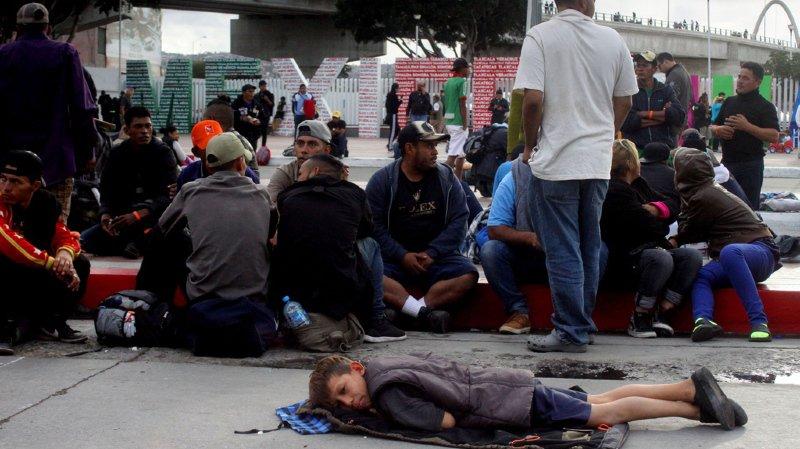 Les quelques 4500 migrants doivent s'inscrire sur une liste d'attente pour déposer une demande d'asile aux Etats-Unis.