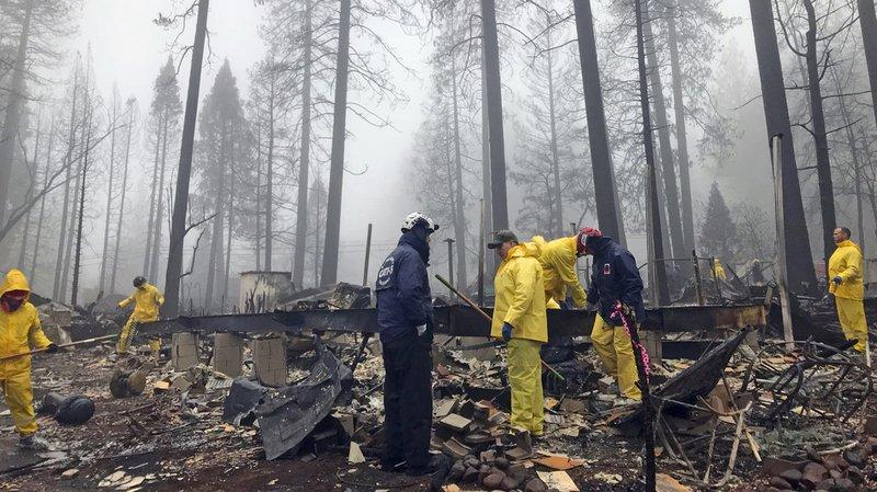 Les pluies tombées ces derniers jours rendent difficiles la recherche de restes humains par les secours.