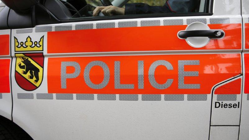 Des tiers se sont occupés du conducteur jusqu'à l'arrivée des secours, précise la police cantonale bernoise samedi dans un communiqué.