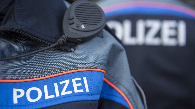 L'automobiliste a été intercepté par la police, qui lui a retiré son permis de conduire sur le champ.