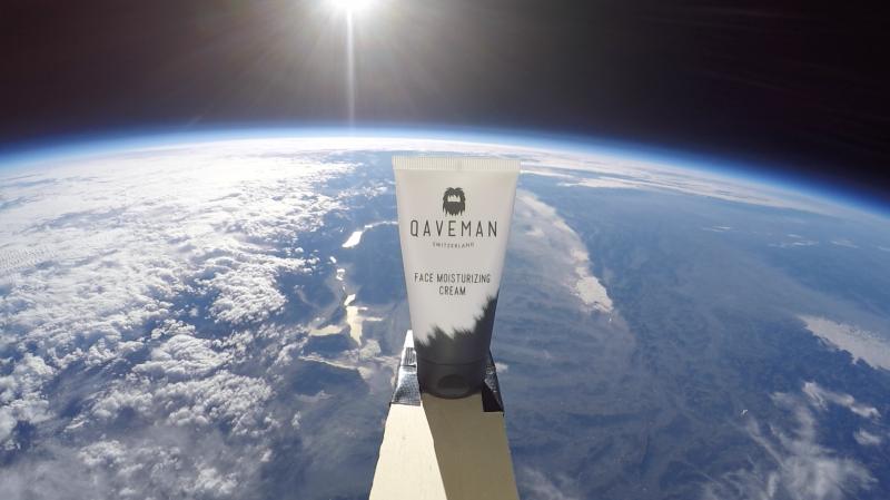 Pour le test, Qaveman a utilisé un ballon météo, l'hélium, 2 goPro, un GPS Tracker, un drone et un enregistreur de données.