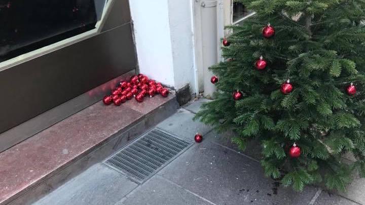 Nyon: des sapins de Noël saccagés devant certaines boutiques