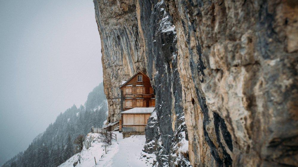 Accrochée au pied de sa falaise, la fameuse auberge Äscher aura de nouveaux gérants.