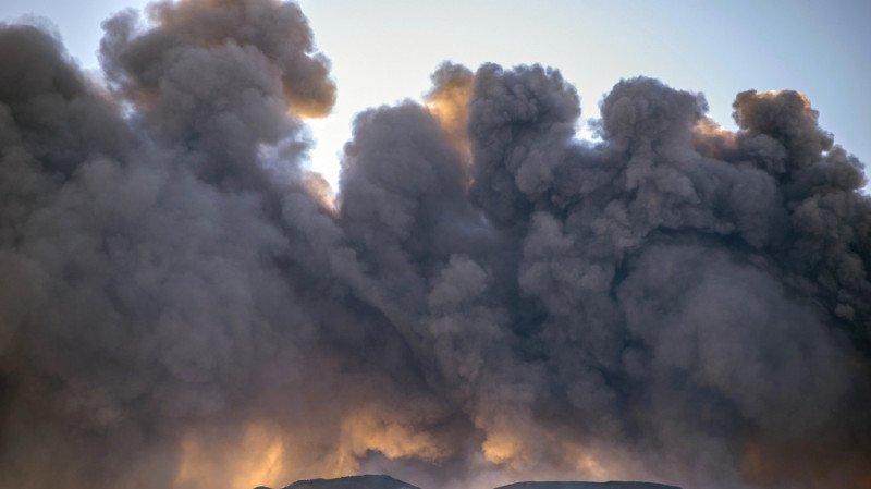 L'Etna peut entrer en activité plusieurs fois par an. Sa dernière éruption majeure remonte à 1992.