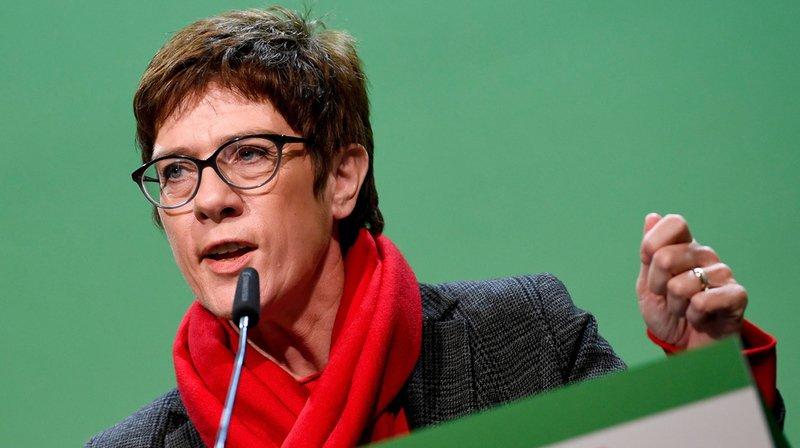 Allemagne: les conservateurs élisent une fidèle de Merkel à leur tête