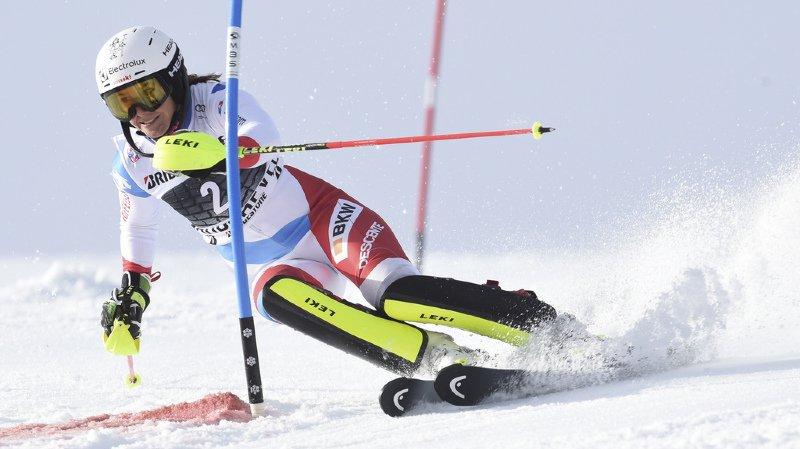 Wendy Holdener sur la neige mouillée de Courchevel.