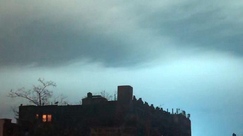 Etats-Unis: l'explosion d'un transformateur électrique peint le ciel de New York en bleu turquoise
