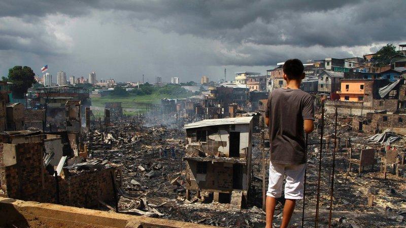 Un incendie détruit six cents maisons