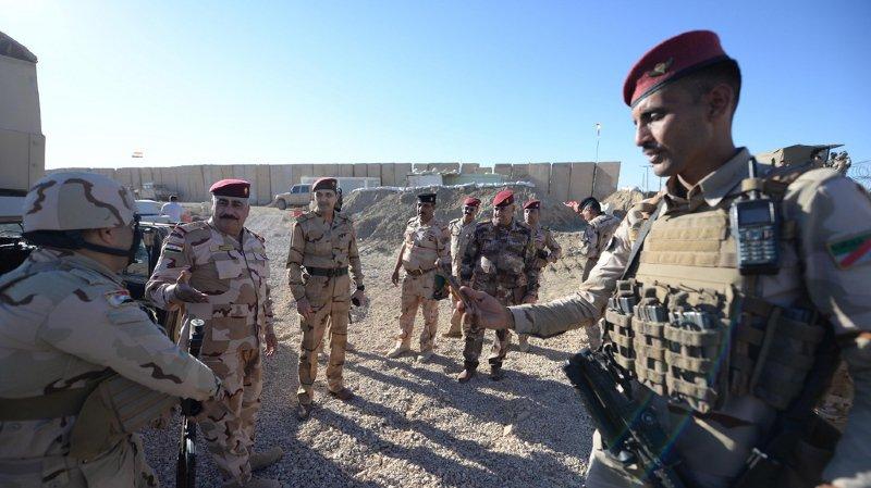 Selon des estimations, environ 2000 combattants de l'État islamique se battaient près de la frontière syrienne et tenteraient de passer en Irak.