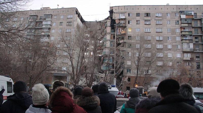 Au moins trois personnes ont été tuées lors d'une explosion survenue dans cet immeuble de la ville de Magnitogorsk, en Russie.