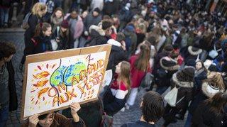 Des milliers de jeunes ont manifesté dans plusieurs villes en Suisse en faveur du climat