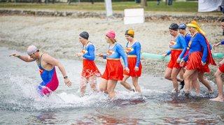 Morges: un bain glacial et coloré pour la 4e Coupe des Glaces