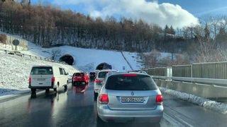 L'A12 fermée entre Vevey et Châtel-St-Denis en raison de la neige