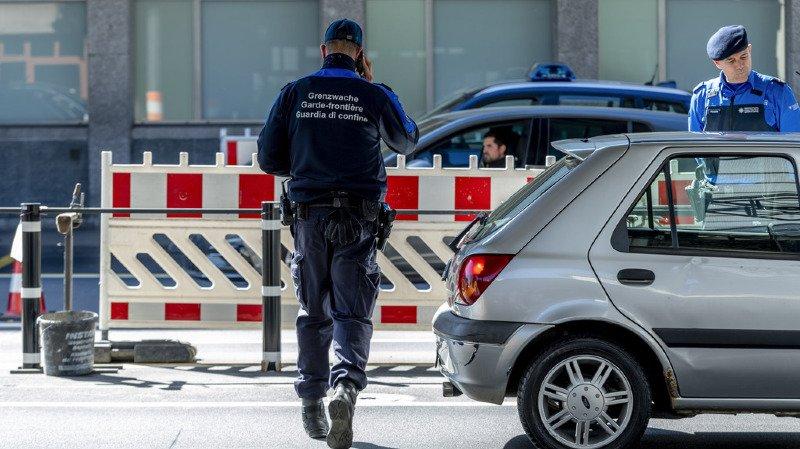 Criminalité: les saisies d'armes interdites ont bondi l'an dernier dans les douanes suisses