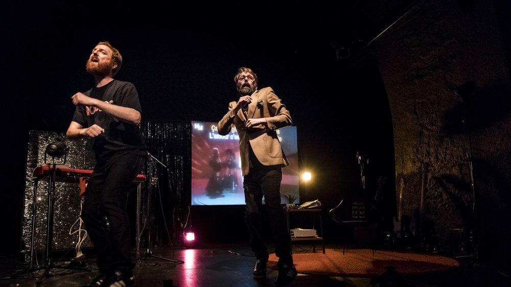 De gauche à droite: les comédiens Adiren Gygax et Robert Sandoz.