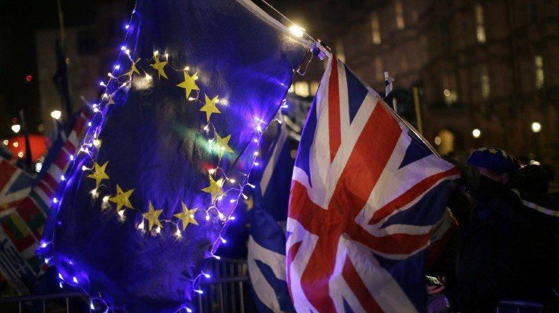 Grande-Bretagne: les députés votent pour un report du Brexit d'au moins trois mois