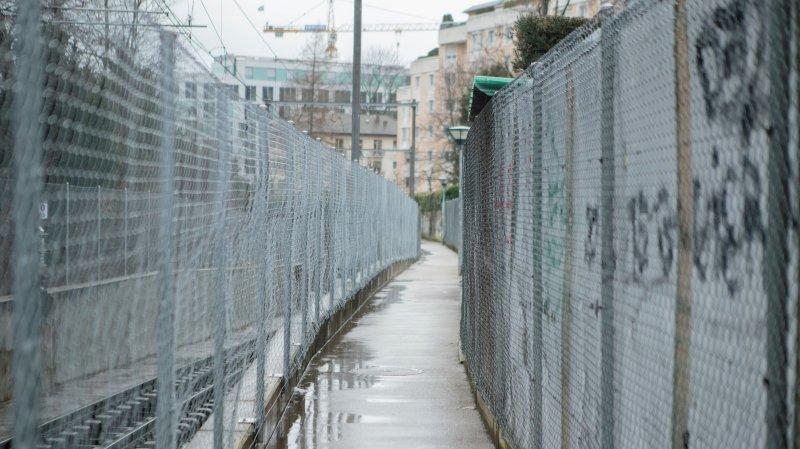 Nyon: «Ce chemin est tellement étroit qu'on se croirait à Guantánamo!»