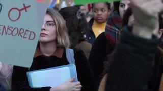Vaud: des milliers de femmes défilent dans les rues de Lausanne