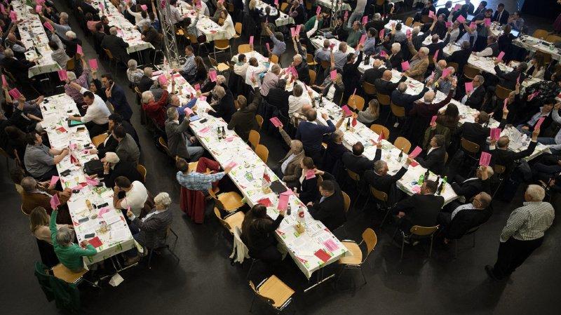 Assemblée de l'UDC: le parti uni contre l'UE mais divisé face au compromis fiscalité/AVS
