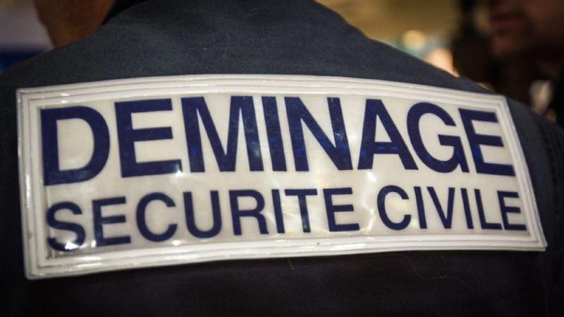 Une équipe de démineurs de la Sécurité Civile est sur place jusqu'à 15 heures, a indiqué la préfecture du Rhône.