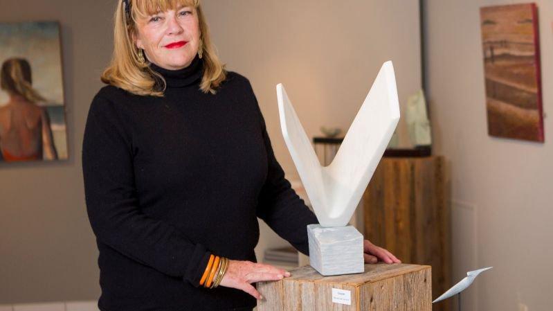 Nyon: sculpture sur marbre à la galerie Murandaz