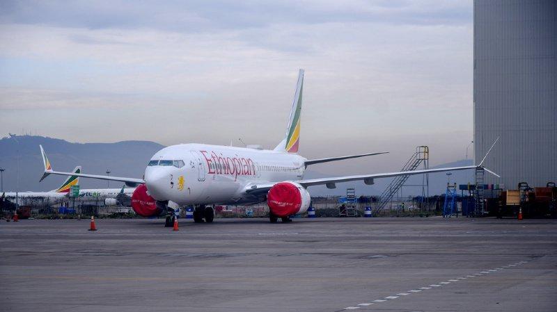 Le Boeing 737 Max 8 a été cloué au sol suite a deux crashs aériens, dont celui d'un appareil d'Ethiopian Airlines semblable à celui de cette photo.