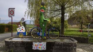 La Côte: les fontaines et décorations de Pâques en images