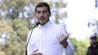 Football: après son infarctus, le gardien espagnol Iker Casillas annonce qu'il va bien