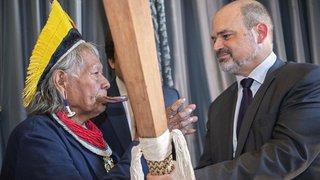 Le chef indien Raoni en visite à Genève