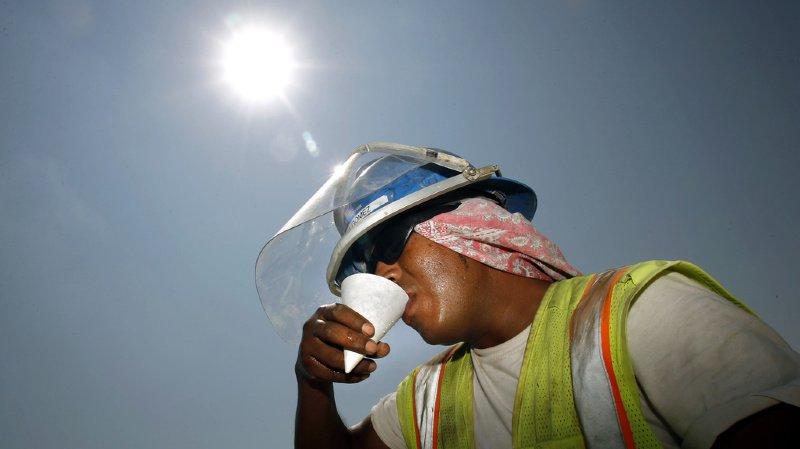 Déshydratation, coup de soleil, insolation font partie des principaux dangers. Ils peuvent avoir des conséquences graves, voire mortelles, rappelle Unia.