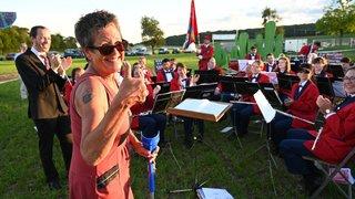 Nyon: Véronique Bürki a dirigé la fanfare avec ses béquilles