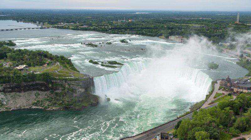 Canada: un homme survit après s'être jeté dans les chutes du Niagara