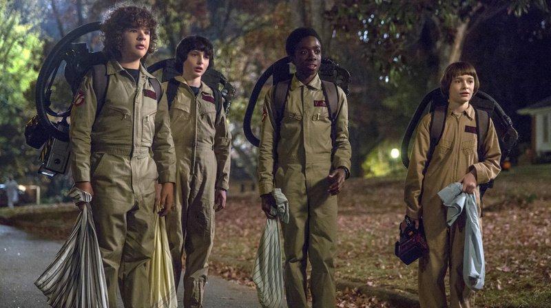 La série met en scène de jeunes adolescents combattant des monstres surnaturels dans une petite ville des Etats-Unis.