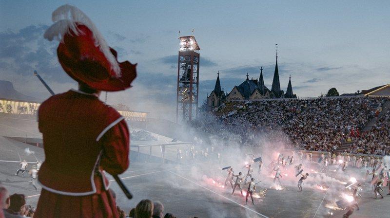 Deux gradins de 8000 places étaient prévus en 1999. Cette année, l'arène pourra accueillir jusqu'à 20'000 spectateurs. (Archives)